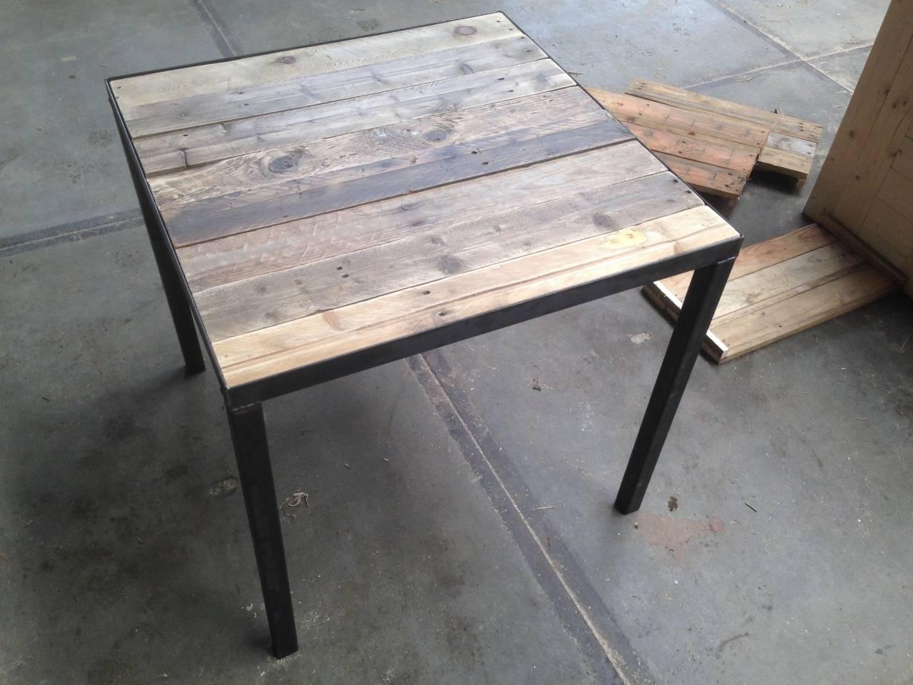 Horeca tafel met sloophout blad en stalen frame en for Horeca tafels