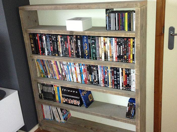 Lage boekenkast of dvd kast van for Boekenkast steigerhout