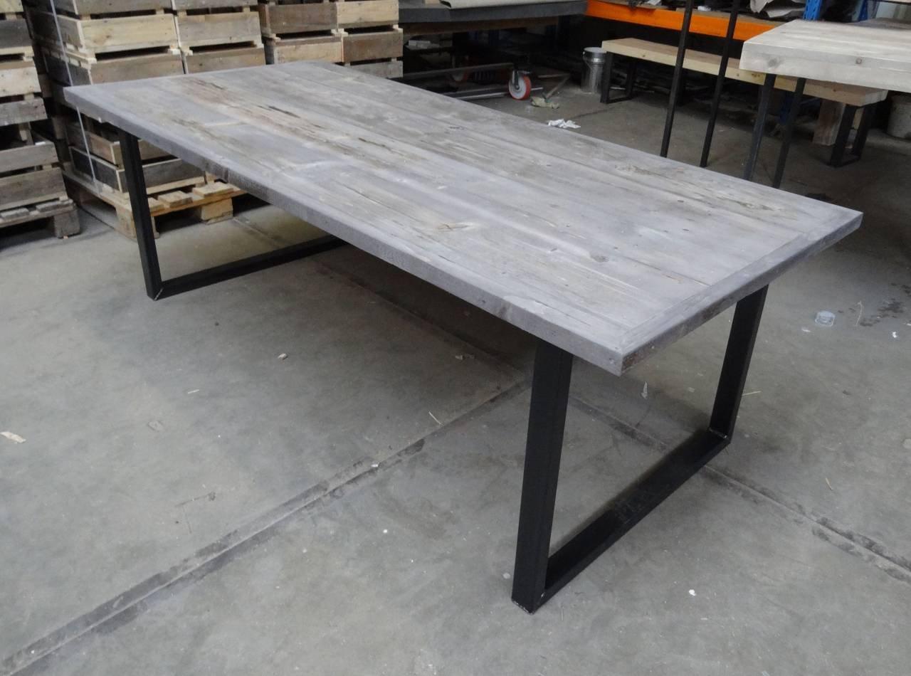 Eiken grey wash tafel met zwarte kruispoot interieur meubilair idee n - Meubilair zwarte keuken lak ...