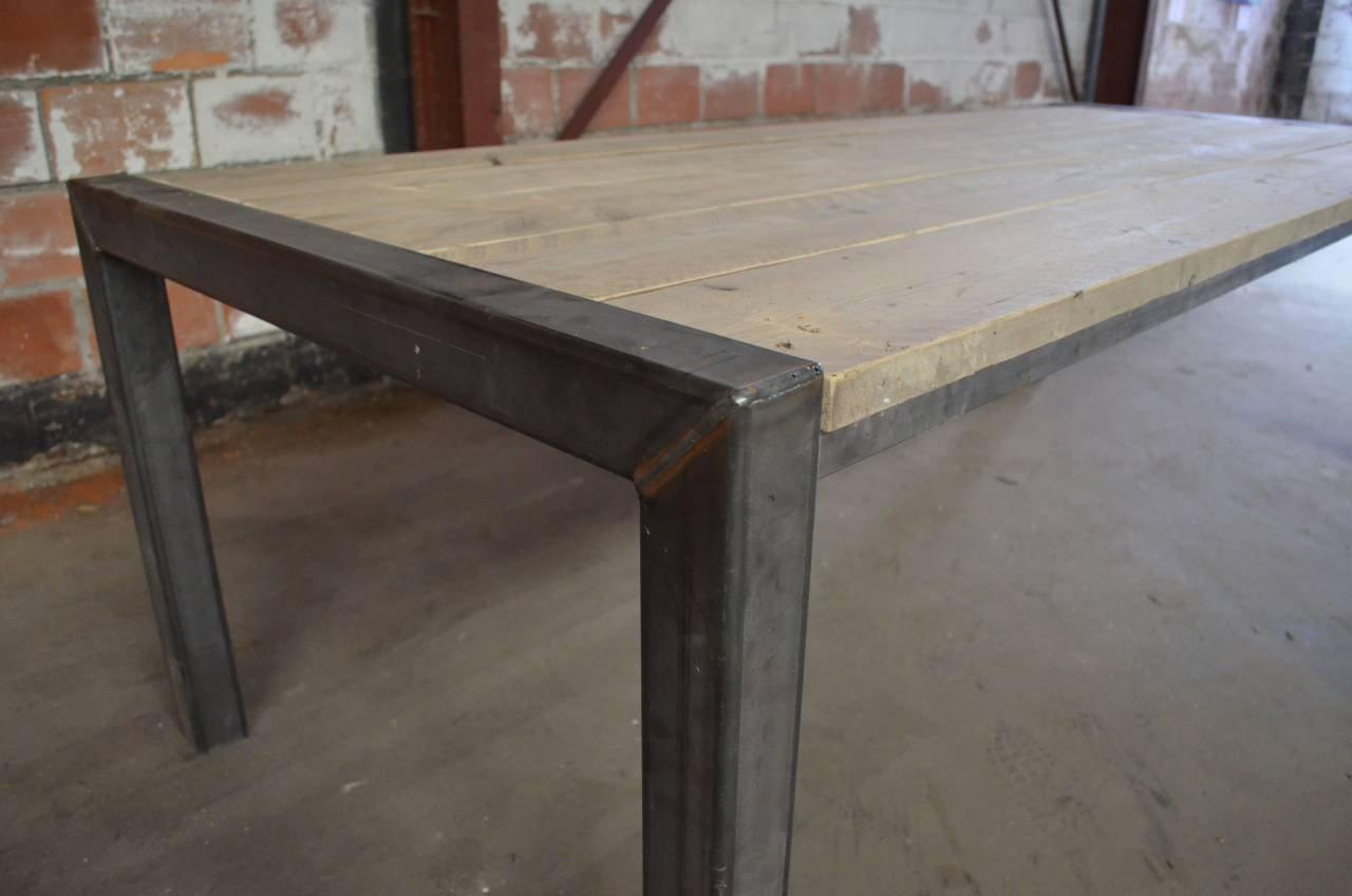 Tafel met steigerhouten planken blad en origineel stalen for Stijgerhout tafel