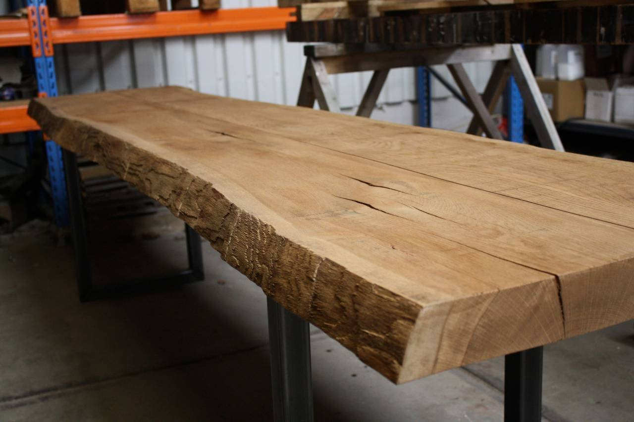 Eiken boomstam tafel met stalen u for Eiken tafel