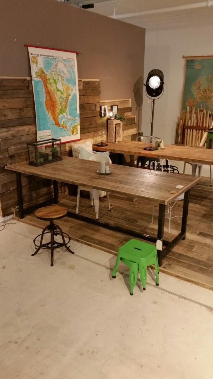 Eiken sloophout tafelblad stalen frame tafel