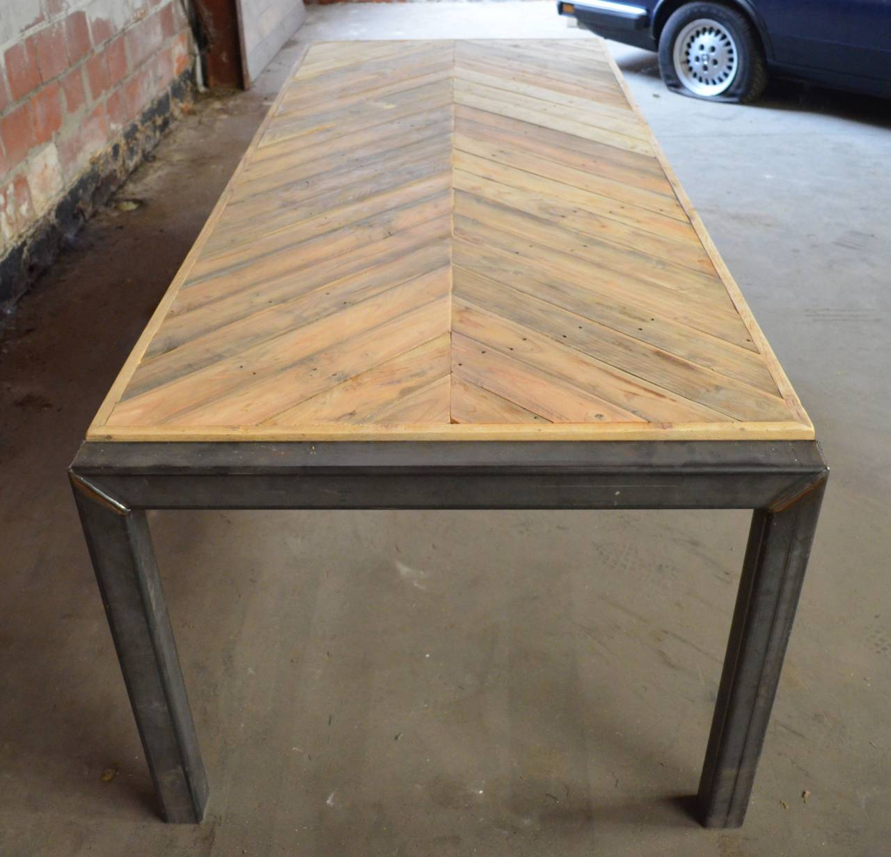 Tafel visgraat design tafelblad en origineel stalen onderstel for Tafelblad maken